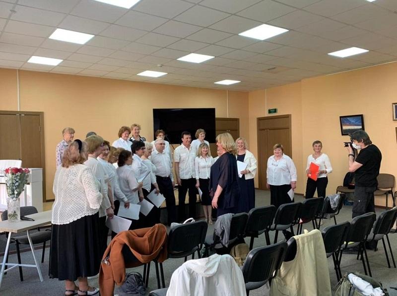 Участники проекта «Сохраним голос молодым» устроили мини-концерт