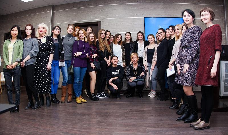 Арина Шарапова рассказала школьникам о специфике трэвел-журналистики