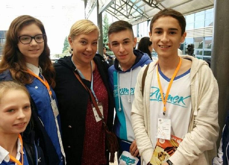 Арина Шарапова встретилась с артековцами